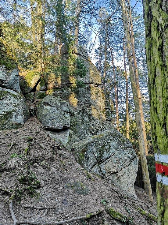 Údolí Farského potoka mezi trojmezím a Borem - Dudychova jeskyně.