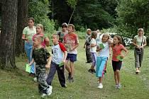 Děti, ale i dospělí se pobavili na koupališti Rychnov při zálesáckém odpoledni.