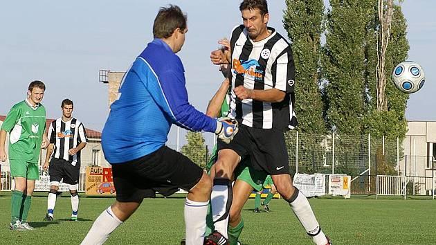 Z fotbalového utkání I. A třídy SK Chrudim - Načešice.