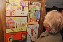"""Vernisáž výstavy """"Šťastné stáří očima dětí"""" na Betlémě v Hlinsku."""