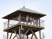 Rozhledna na Pasekách v Proseči je ve slunečných letních dnech cílem mnoha turistů.