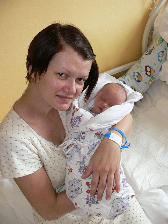 ADÉLKA DVORSKÁ. Eliška a Marcel Dvorských z Moravan se 24.6. ve 20:44 stali poprvé rodiči. Jejich Adélka vážila 2,67 kg a měřila 47 cm.