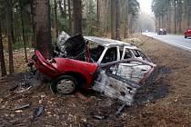 Řidička narazila 1. března u Přibylova do stromu. Automobil začal následně hořet. Z auta ji společně s dítětem vyprostili kolemjedoucí řidiči.