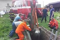 Záchrana poník zabrala hasičům zhruba 40 minut.