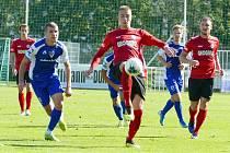 Milan Ujec (úplně vpravo) kvalitně zastoupil po boku Daniela Vašulína Petra Rybičku. První gól Chrudimi je tomu důkazem.