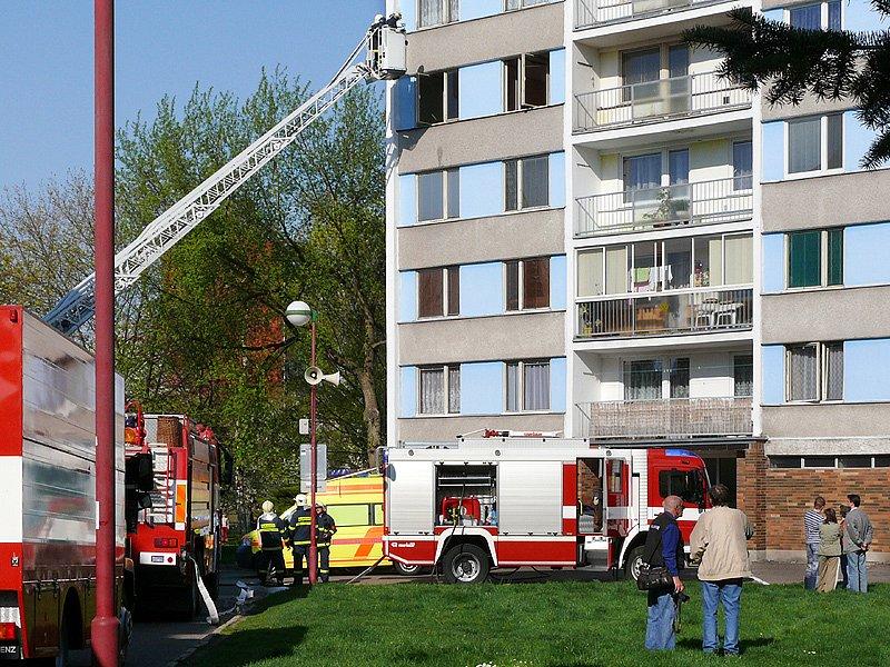 Požár vzplál v jednom z bytů v panelovém domě na sídlišti U Stadionu v Chrudimi.