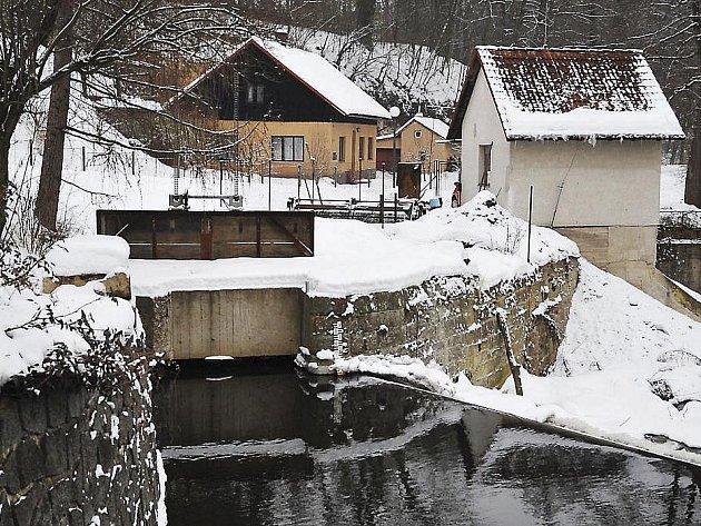 Malá vodní elektrárna stojí i ve Slatiňanech.