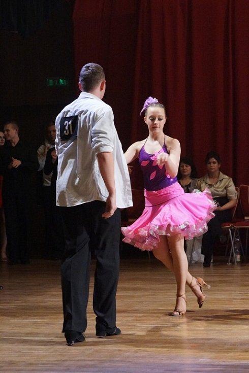 """""""Hlinecké a Únorové Géčko"""" si tentokrát v Multifunkční centrum nenechaly ujít více než tři stovky příznivců tance."""