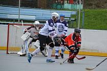 Souboj týmů Ježci Heřmanův Městec B proti HbC Chlumec n. C. B skončil vysoko 5:1.