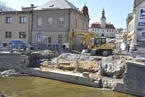 Demolice starého mostu a dopravní situace v Hlinsku.