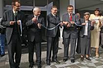 První hospic v Pardubickém kraji vybudovaný na Ploché dráze v Chrudimi byl slavnostně otevřen 30. září 2009.