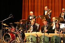 Koncert JKB Bandu v chrudimském divadle potěšil všechny příznivce swingu a jazzu.