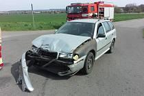 V sobotu 25. dubna v 14.46 hodin směřovaly hasičské vozy z Chrudimi k nehodě na silnici z Čankovic na Vysoké Mýto. Motorkář se zde střetl s osobním vozem.