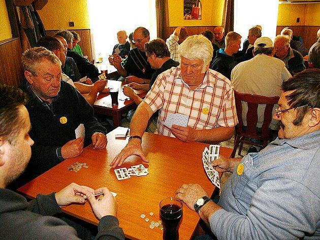 Příznivci mariáše se utkali v restauraci U Karla v Hlinsku.