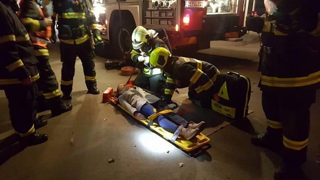 Taktické cvičení hasičů v Ronově nad Doubravou