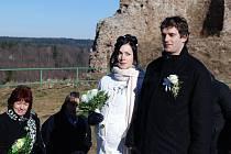 Michal Popilek a Iva Laubová si své novomanželské ano řekli na zřícenine hradu Lichnice.