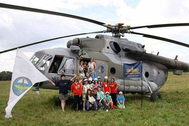 Herci z pohádky Čertova nevěsta přijeli za dětmi do Tábora Barrandov v Kutříně u Skutče