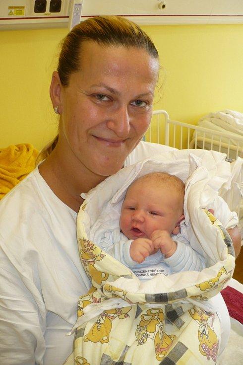 VOJTÍŠEK KUČERA je prvním potomkem Ilony a Bohumila z Ostřetína. Narodil se 6.8. v 15:41 s váhou 3,8 kg a mírou 53 cm.