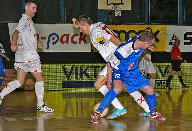 Era-Pack Chrudim si v prvním utkání čtvrfinále play off I. futsalové ligy poradil s Torfem Pardubice 5:0.