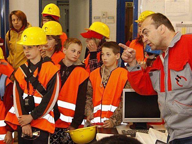 Prachovický Holcim připravil pro školáky již popáté oslavu Dne země zaměřenou na ekologická témata.