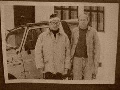 LUBOMÍR ŠTROUGAL (vlevo), předlistopadový předseda vlády, s Miroslavem Burešem. Fotografie pochází z roku 1991.
