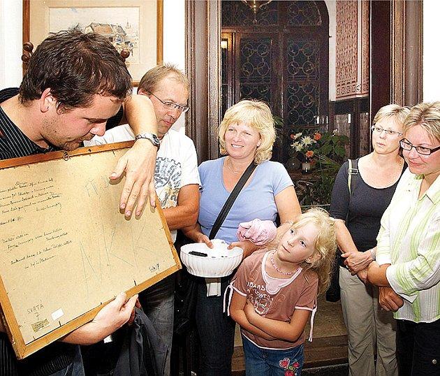 Kastelánské nokturno na zámku ve Slatiňanech se těší obrovskému zájmu návštěvníků.