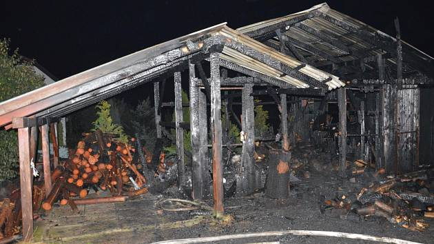 Spálený zahradní domek v Načešicích