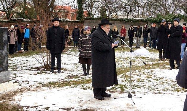 Na chrudimském židovském hřbitově byl 5.prosince odhalen památník obětem holocaustu.