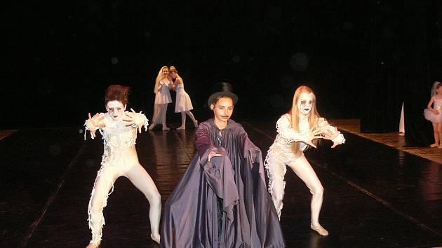 Tanečníci ze ZUŠ Chrudim připravili jako závěrečné představení balet Kouzelný cirkus