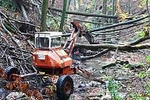 Odklízení škod v Lovětínské rokli v říjnu 2007.