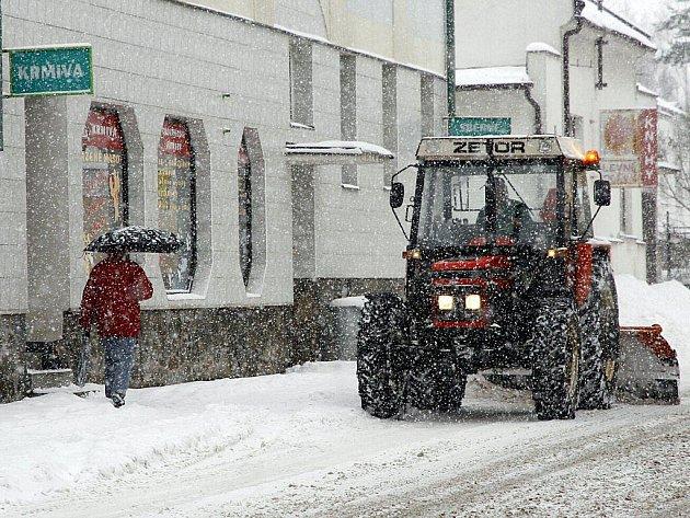 Hlinsko zasypal v pondělí 29. listopadu 2010 sníh.