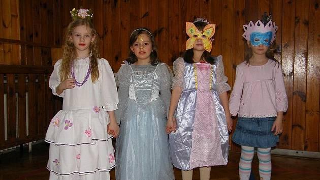 MASOPUST. Školní družina ZŠ Dr. Peška - Budova B v Chrudimi, uspořádala dětský karneval. Maškarní rej proběhl za doprovodu hudby ve školní tělocvičně, kde děti měly možnost si zasoutěžit a zaskotačit.