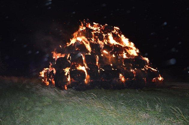 Požár stohu uStolan