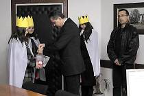Třem králům přispěl i starosta Chrudimě Petr Řezníček.