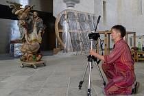 Restaurování soch svatého Josefa a svatého Tomáše z Pardubic vystavených v chrudimském Muzeu barokních soch se ujme restaurátorka a akademická malířka Hana Vítová (na snímku).
