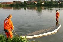 Do rybníku v Kunčí unikly ropné látky.