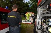 Cvičení hasičských chemiků na Seči