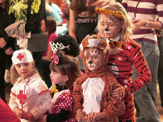 Sbor dobrovolných hasičů Hlinsko uspořádal dětský maškarní karneval.
