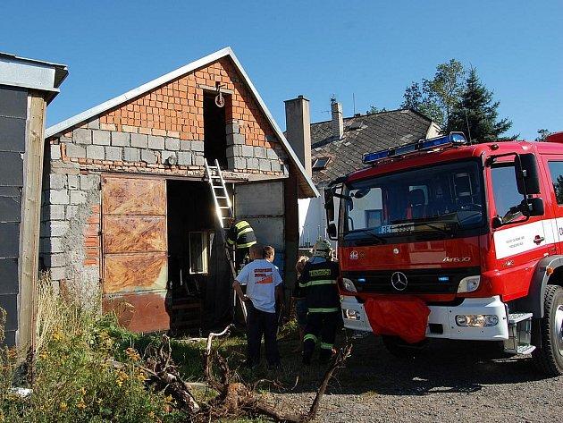Hasiči likvidovali požár stodoly v Mrákotíně.