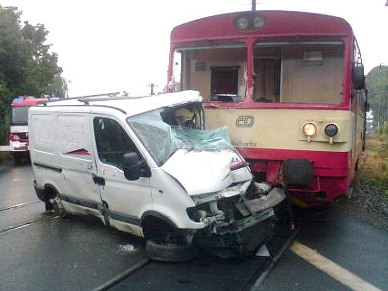 Tragická nehoda na železničním přejezdu ve Slatiňanech.