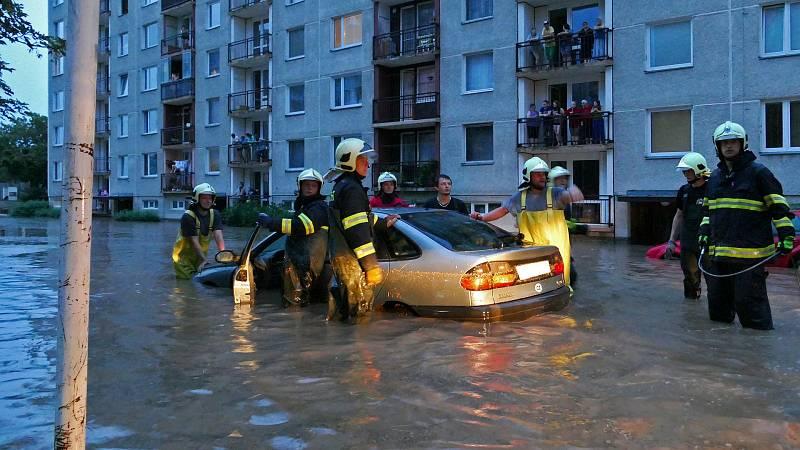 V Chrudimi Na Šancích vzniklo malé jezero. Silnice na Topol byla  zcela neprůjezdná