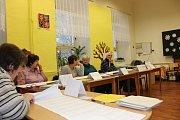 Volební komise zasedla i v budově ZŠ Školní náměstí v Chrudimi
