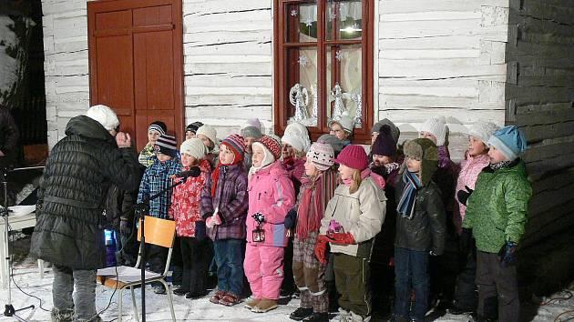 Program zahájil dětský sbor Sedmikráska při Základní umělecké škole v Hlinsku.