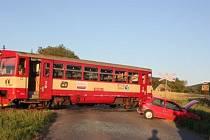 Nehoda na železničním přejezdu se naštěstí obešla bez zranění.
