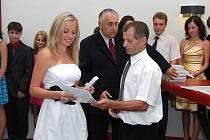 Konec školního roku roku zastihl absolventy Základní školy v Třemošnici tentokrát na městském úřadě, v jehož obřadní síni byli slavnostně vyřazeni žáci a žákyně zdejší deváté třídy.