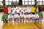 DRUŽSTVO PEDAGOGICKÉHO LYCEA V CHRUDIMI vyhrálo v letošním roce Mistrovství České republiky žáků a pedagogů středních soukromých škol v halové kopné.