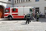 Chrudimští dobrovolní hasiči při námětovém cvičení Požár podezmních garáží.