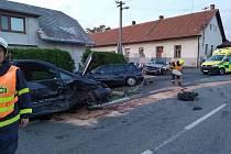 V Podhořanech se srazila tři auta.