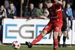 Fotbalové utkání ČFL mezi FK Pardubice (v červeném) a MFK Chrudim na hřišti pod Vinicí v Pardubicích.