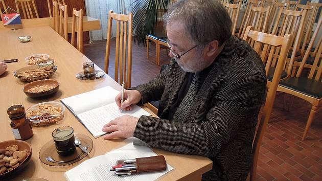 Josef Kubát zapsal do návštěvní knihy krátký zápis o uspořádaném setkání.